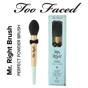 Too Faced Mr. Right The Perfect Powder Brush